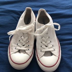White Converse low top Chuck Taylor All Stars